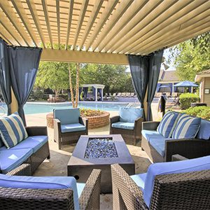 Bell Walker's Crossing apartments outdoor firepit and seating